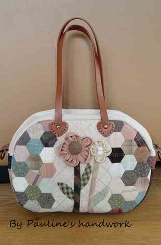 Pattern download - Elegant hexagons flower purse