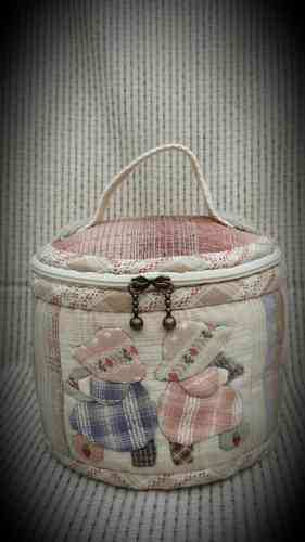 Download pattern - Sunbonnet cosmetic bag