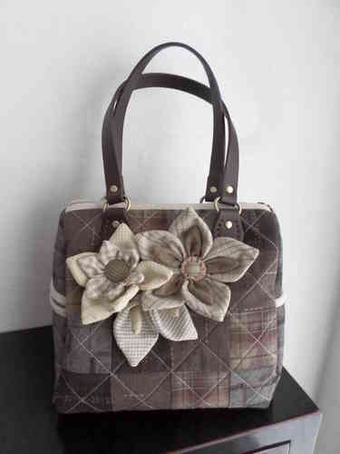 Down pattern - Elegant Flower Purse