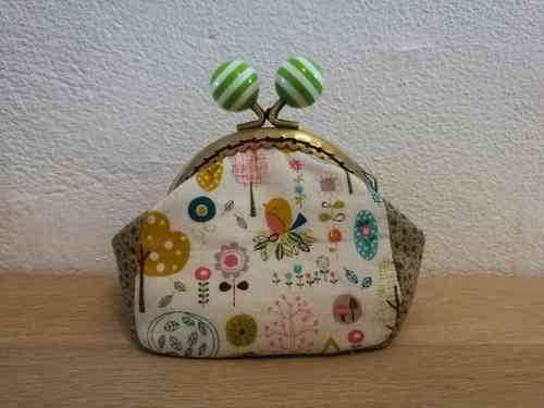Metal frame cute purse sewing kit